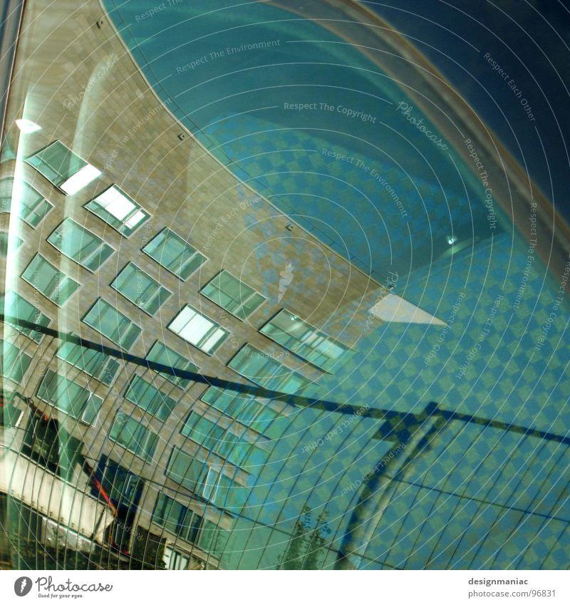 See the future Fenster Autofenster Haus Zaun Hochhaus blau Barriere Findet Nemo Muster kariert Autositz Zukunft außerirdisch krumm quer durcheinander planen