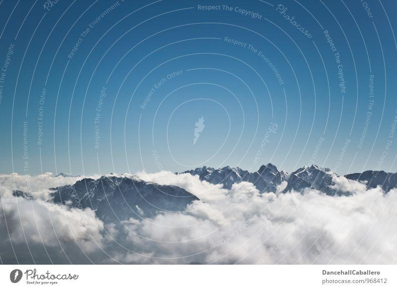 dem Himmel so nah... Himmel Ferien & Urlaub & Reisen blau Sommer weiß Meer Wolken Ferne Winter Berge u. Gebirge Schnee Freiheit Tourismus Freizeit & Hobby wandern Ausflug