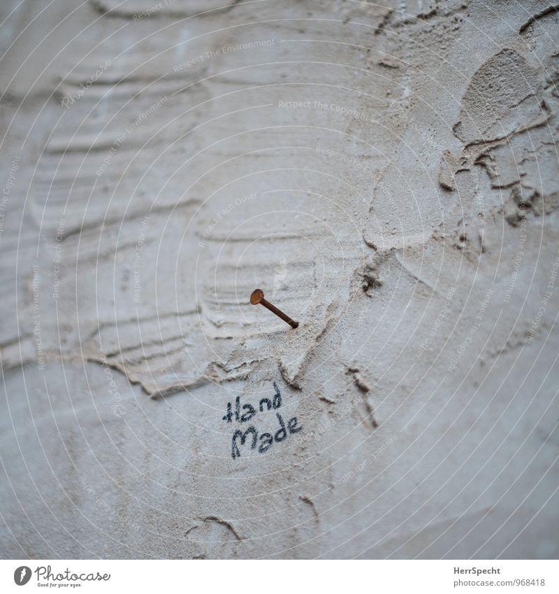Kunst | Hand | Werk Menschenleer Bauwerk Gebäude Mauer Wand Stein Beton Schriftzeichen Graffiti lustig braun Nagel Rost Kunstwerk selbstgemacht heimwerken