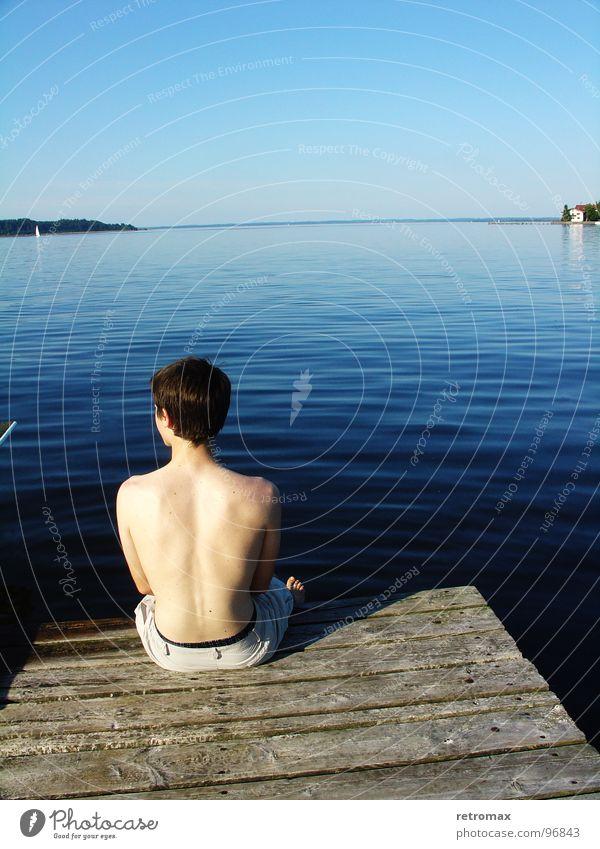 Sitzen Wasser Himmel Meer blau Ferien & Urlaub & Reisen ruhig Ferne kalt Holz See Denken Wellen Deutschland nass Rücken Horizont