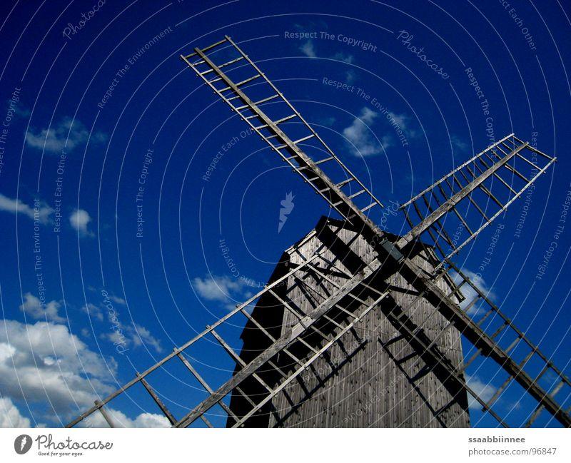 Windspiele alt Sommer Holz Denkmal Wahrzeichen Leichtigkeit himmelblau Windmühle