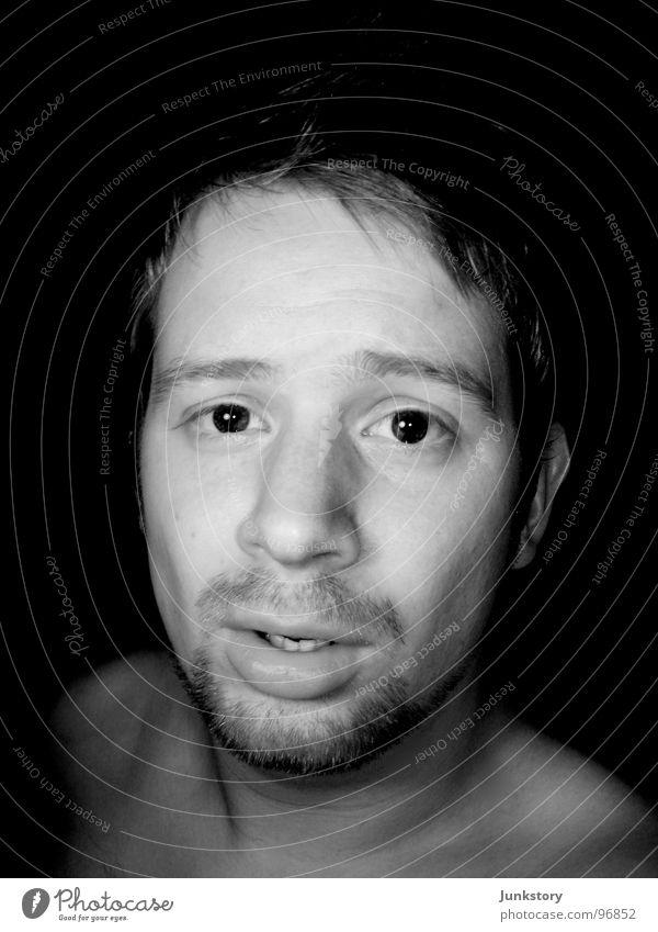 der Braunbär im Portrait Mann Porträt Bart verschlafen dunkel Momentaufnahme Ehrlichkeit maskulin Freundlichkeit Angsthase Kerl Schwarzweißfoto Vergänglichkeit