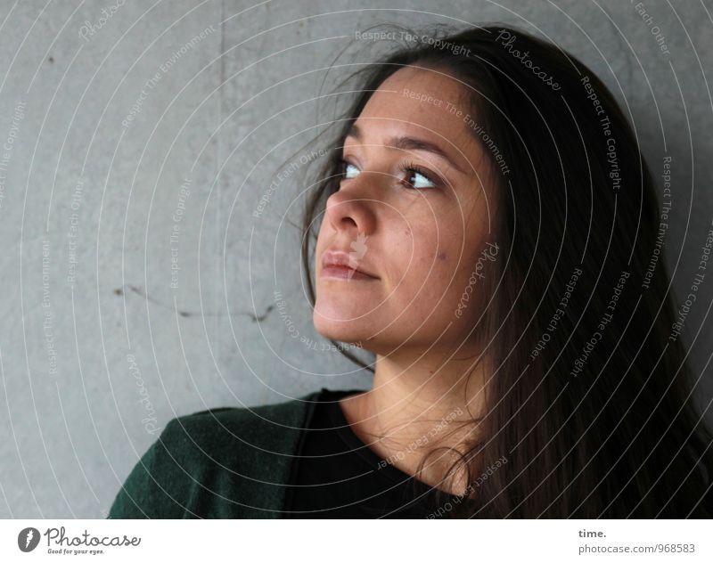 . Mensch Jugendliche schön Junge Frau Ferne Leben feminin Denken träumen warten beobachten Konzentration brünett langhaarig Pullover