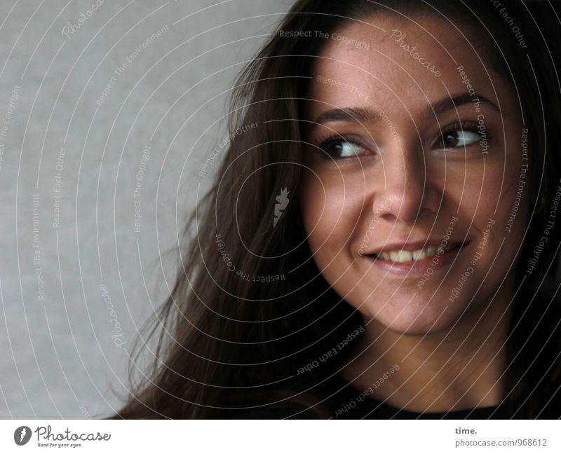 . Mensch Jugendliche schön Junge Frau Erholung Freude Leben Wand Bewegung feminin Mauer Glück lachen Zeit Zufriedenheit Fröhlichkeit