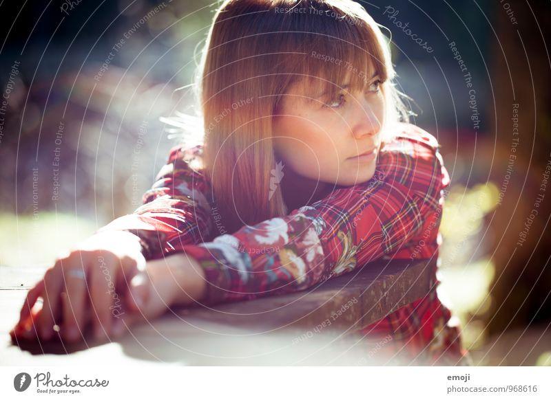 indian summer feminin Junge Frau Jugendliche 1 Mensch 18-30 Jahre Erwachsene Sonnenlicht Schönes Wetter schön natürlich rot Farbfoto Außenaufnahme Tag Licht
