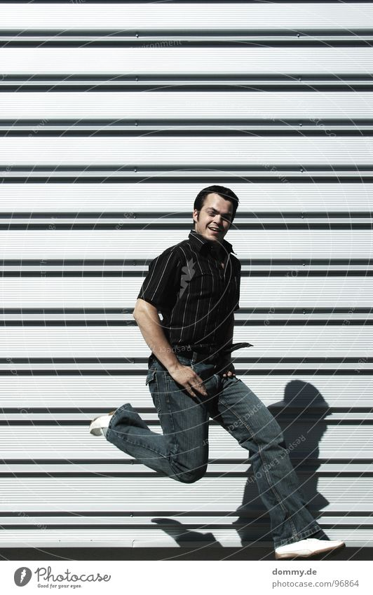 easywalk* Mann Kerl Schweben Wand Mauer Blech Schuhe Hose Hemd Lust Freizeit & Hobby Sommer schön Freude dommy thomas fliegen Luftverkehr Riffel Jeanshose