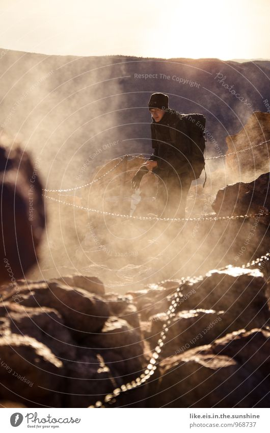 Schwefel- Schwaden aufm Vulkan Natur Ferien & Urlaub & Reisen Jugendliche Einsamkeit Junger Mann Ferne kalt Umwelt Berge u. Gebirge Freiheit Felsen maskulin Freizeit & Hobby Nebel Tourismus wandern