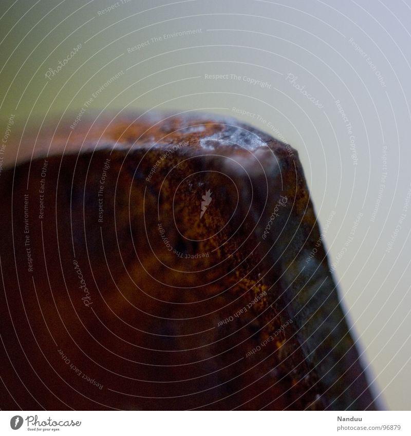 Rostecke Eisen kaputt Verfall verfallen Erosion Patina rot Blech rau zerbröckelt Makroaufnahme Nahaufnahme Vergänglichkeit Metall alt altehrwürdig bröslig