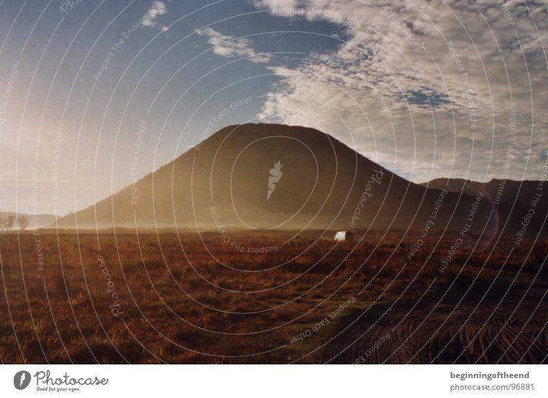 Vulkan Bromo Wolken Einsamkeit Berge u. Gebirge Sand Wüste Indonesien Vulcano