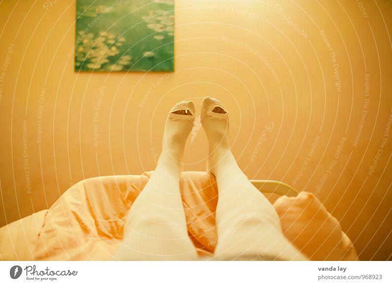 OP Mensch Frau Mann Erwachsene Gesundheit Beine Fuß Gesundheitswesen liegen Bettwäsche Strümpfe Krankenhaus Strumpfhose Bettdecke Krankenpflege Seniorenpflege