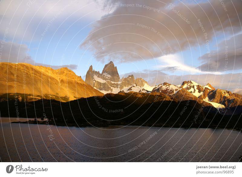Fitz Roy I Wolken Berge u. Gebirge wandern Hoffnung Romantik Abenddämmerung mystisch Südamerika Nationalpark Argentinien Sonnenaufgang Sonnenuntergang