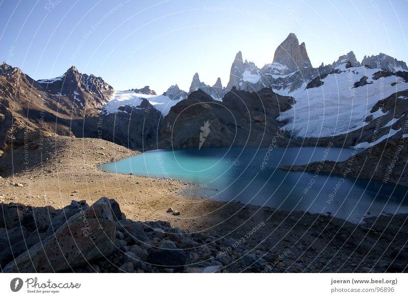 Fitz Roy II blau Island Wolken Berge u. Gebirge Schnee See wandern Gipfel Fluss Abenddämmerung Bach mystisch Südamerika Nationalpark Argentinien Lagune