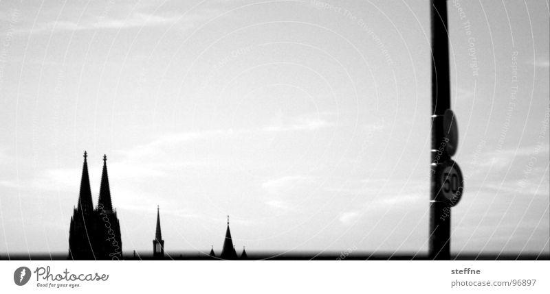 Kölner Ansichten Himmel weiß schwarz Wolken Deutschland groß Spitze Dom 50 Panorama (Bildformat) Gotteshäuser Kölner Dom St. Martin Severinsbrücke