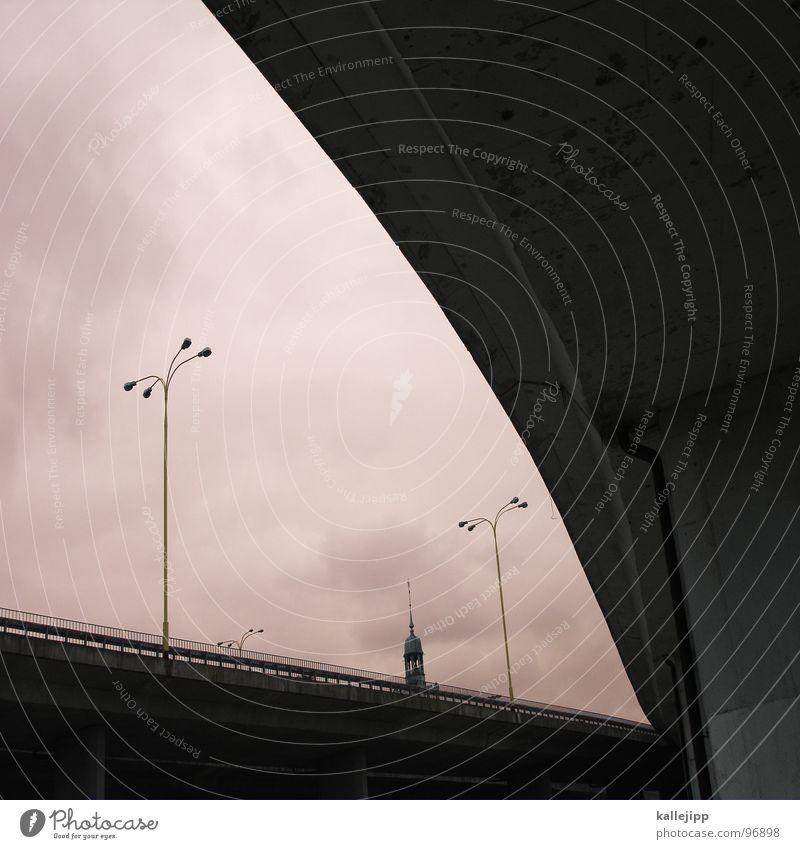 » Buchstaben Laterne Straßenbeleuchtung Szczecin Richtung Durchgang Verkehr chaotisch fahren Sprit Umweltverschmutzung Globalisierung Architektur C