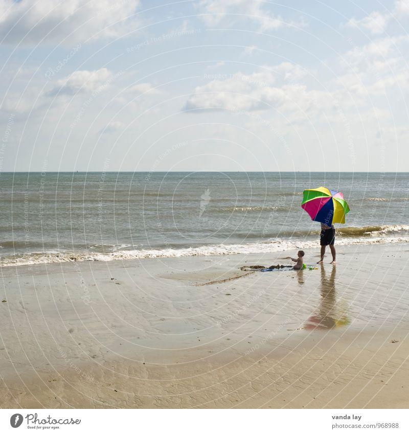 Sonnenschützer Kinderspiel Ferien & Urlaub & Reisen Tourismus Ferne Sommer Sommerurlaub Sonnenbad Strand Meer Mensch Baby Eltern Erwachsene Vater