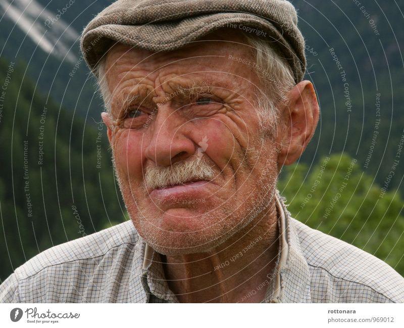 Unsicher Mensch maskulin Mann Erwachsene Großvater 1 60 und älter Senior Campill Italiener Südtiroler Hut weißhaarig Oberlippenbart Denken alt Kitsch