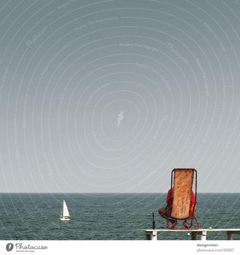 Aus der Ruhe kommt die Kraft Meer Arbeit & Erwerbstätigkeit sitzen warten Beruf Ostsee Wachsamkeit Langeweile Sitzgelegenheit retten Liegestuhl bequem bewachen