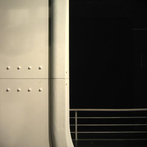 ACHT NIETEN UND SONST NICHTS weiß schwarz Ferne Arbeit & Erwerbstätigkeit Spielen Stil Linie Wasserfahrzeug Architektur Raum Kunst Hintergrundbild Design frei