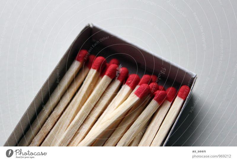 In the box rot Holz grau Feste & Feiern leuchten Geburtstag authentisch Brand viele Zusammenhalt Vorfreude eckig Feuerwerk brennen Streichholz Schachtel