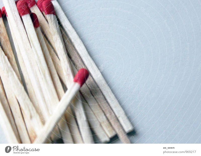 Richtungswechsel rot Holz Feste & Feiern leuchten Geburtstag ästhetisch Beginn einfach Brand viele trocken dünn Rauch Leidenschaft lang Vorfreude