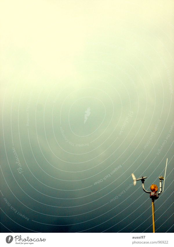 Die vergessene Station Funktechnik Antenne Windmesser dunkel bezogen Regen Planet UFO Kommunizieren Wissenschaften Funkantenne Kontakt Funkkontakt Scheinwerfer