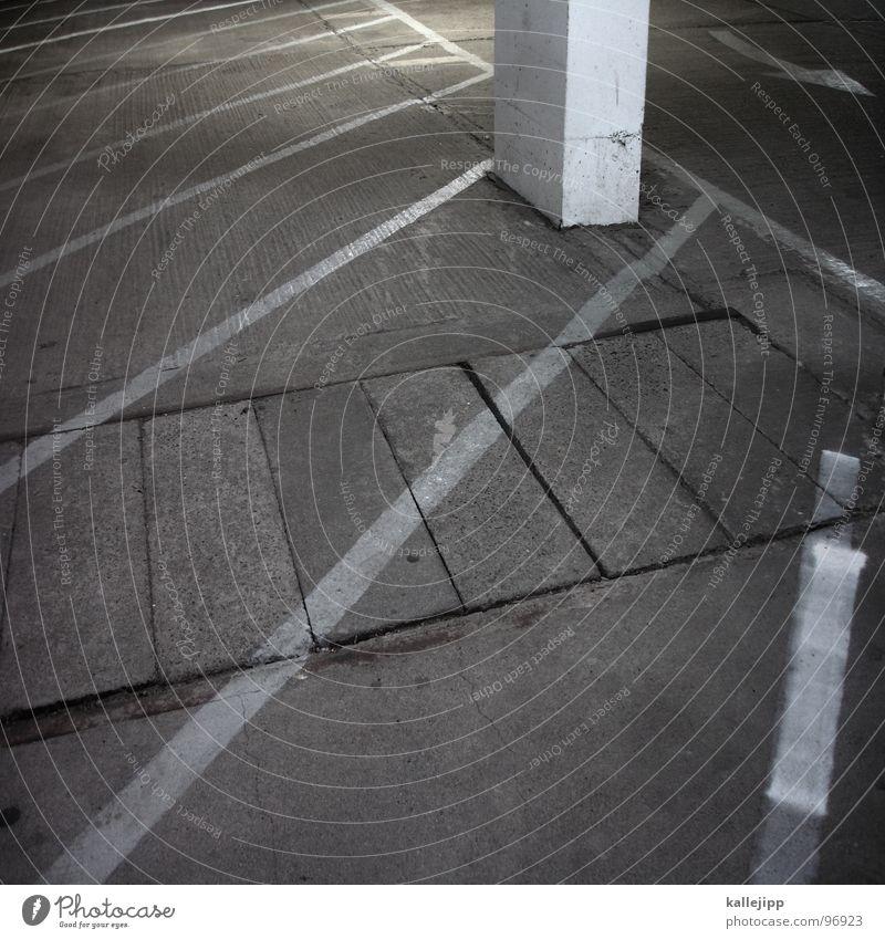 nullnummer ruhig Raum Beton Platz leer Ende Pfeil Richtung parken Parkplatz Parkhaus Tanzfläche