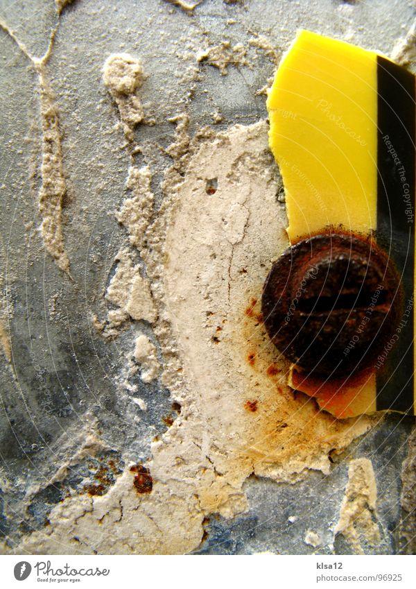BetonRost Bergkamm Grill Rust gelb schwarz Strukturen & Formen Schraube Säule Makroaufnahme Kraft Macht Nahaufnahme concrete screw texture textures black