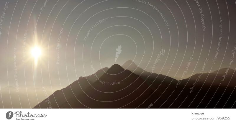 peaks V Umwelt Natur Landschaft Luft Himmel Wolkenloser Himmel Sonne Sonnenlicht Sommer Schönes Wetter Wärme Felsen Alpen Berge u. Gebirge Gipfel dunkel