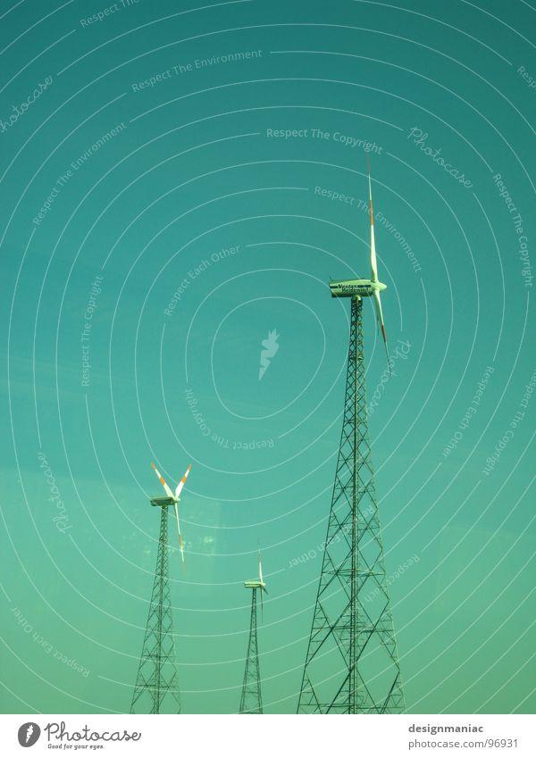 WindStilLeben Himmel grün blau Ferne Fenster klein Wind groß 3 Eisenbahn leer Industrie Energiewirtschaft Elektrizität Klarheit Windkraftanlage