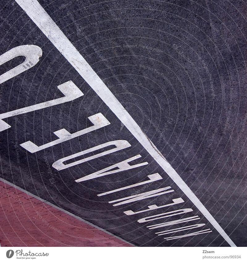 AUFLÖSUNG Kunde Kundenparkplatz Kundenbereich Ladengeschäft geschäftlich Parkplatz Straßenverkehrsordnung graphisch sehr wenige Stil abstrakt Teer Beton weiß