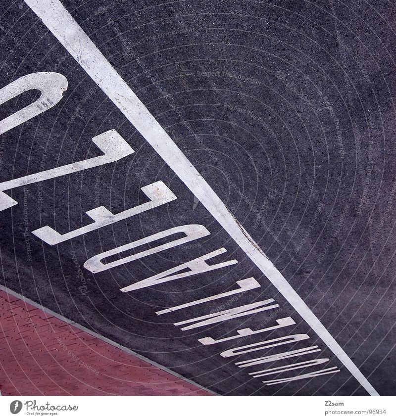 AUFLÖSUNG weiß schwarz Stil Linie Beton Schilder & Markierungen modern Schriftzeichen Buchstaben Ladengeschäft Parkplatz König Teer graphisch Straßenverkehr