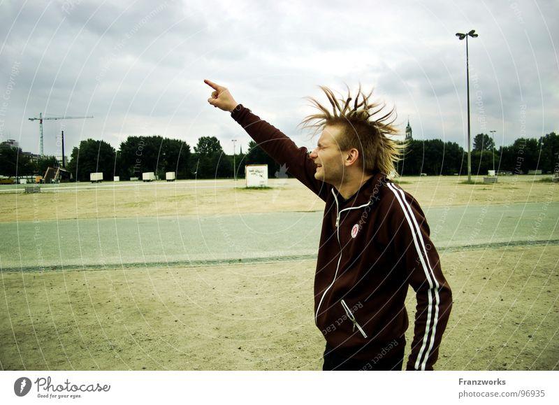 Schleudereuter... Millerntor springen Rastalocken Finger Zeigefinger Flutlicht Kran durchdrehen Kopfschütteln Freude Klaus Begeisterung fliegen Haare & Frisuren