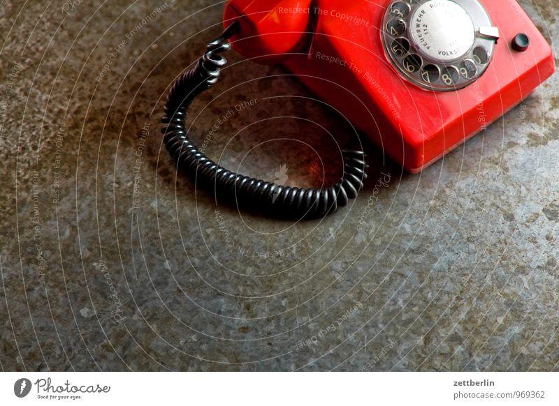 Red Phone Slight Return rot Kommunizieren Textfreiraum Telekommunikation Telefon Kabel Kontakt Verbindung Telefongespräch Telefonhörer Wählscheibe Notruf