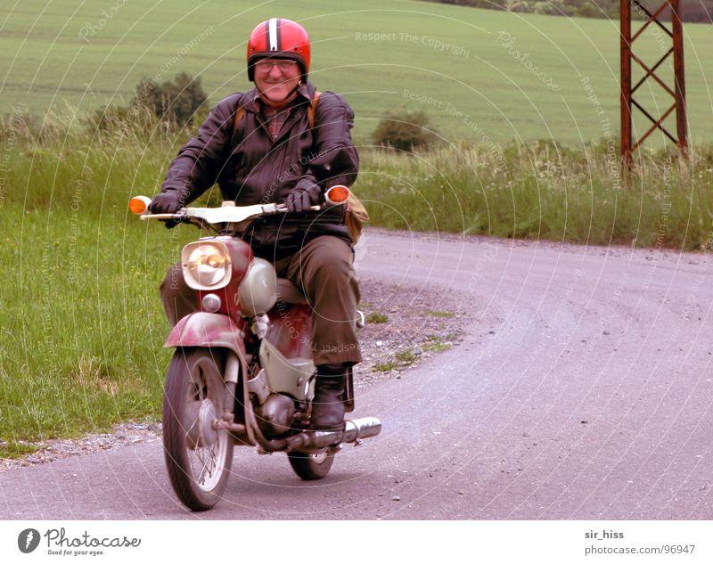 (echte) Thüringer Kradwurst Thüringen Bratwurst Kleinmotorrad Helm Lederjacke Speichen Ostalgie Siebziger Jahre Mann Verkehr Kradfahrer Mopped Grinsebacke Kurve