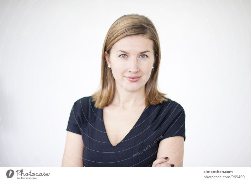 Portrait Bildung Berufsausbildung Azubi Praktikum Studium lernen Student Prüfung & Examen Urkunde Büro Business Karriere Erfolg Sitzung feminin selbstbewußt