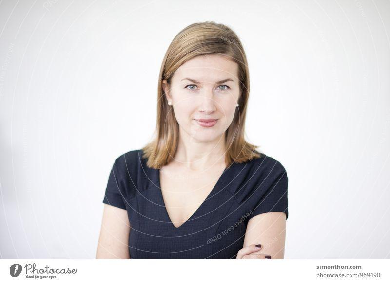 Portrait feminin Business Kraft Büro Erfolg Studium lernen Coolness Macht Neugier Bildung Student Leidenschaft Sitzung Karriere selbstbewußt