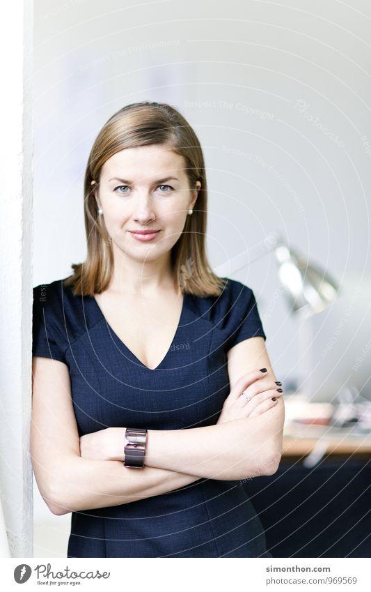 Chef feminin Wohnung Business Kraft Erfolg Kreativität Macht planen Netzwerk Bildung Erwachsenenbildung Konzentration Beratung Karriere Teamwork Unternehmen