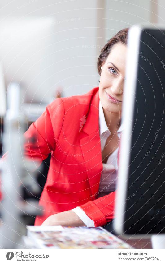Mitarbeiterin Berufsausbildung Azubi Praktikum Studium lernen Student Labor Prüfung & Examen Büroarbeit Wirtschaft Medienbranche Werbebranche Kapitalwirtschaft