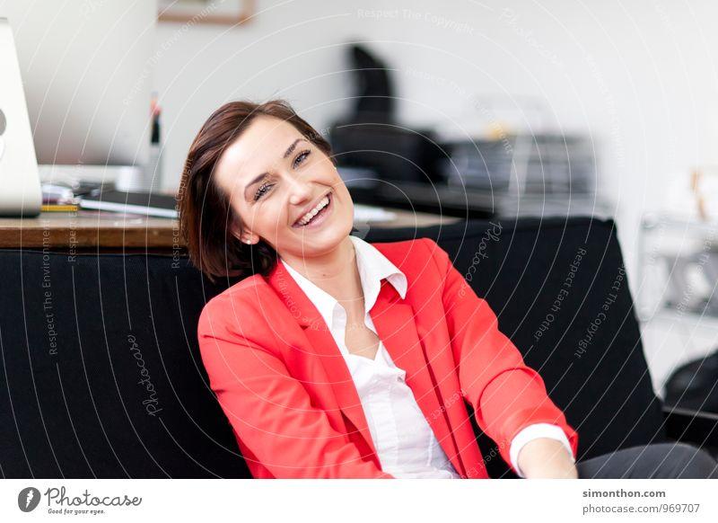 Spaß Junge Frau Jugendliche Gefühle Freude Glück Fröhlichkeit Zufriedenheit Lebensfreude Optimismus Erfolg Leidenschaft Warmherzigkeit Sympathie Freundschaft
