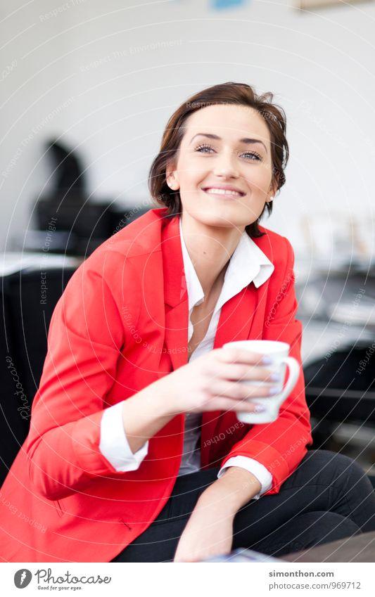 Guten Morgen Kakao Kaffee Latte Macchiato Espresso Tee Lifestyle Leben Häusliches Leben Wohnung Küche Flirten trinken Junge Frau Jugendliche Freundschaft Paar