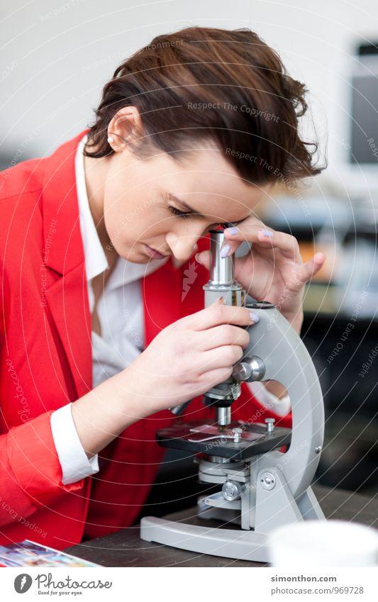 Mikroskop Bildung Wissenschaften Erwachsenenbildung Schule lernen Schüler Berufsausbildung Azubi Praktikum Studium Student Labor Prüfung & Examen Business
