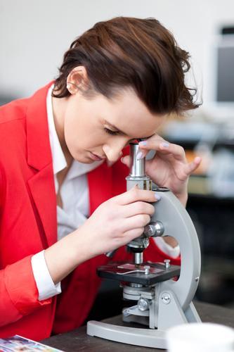Mikroskop Schule Business Erfolg Technik & Technologie Zukunft Studium lernen Neugier Bildung Erwachsenenbildung Wissenschaften Student Schüler Karriere