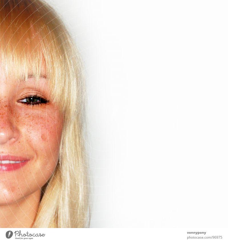 Sommersprossenprinzessin I Frau Sommer Freude schwarz Gesicht Auge Haare & Frisuren Glück lachen braun Zufriedenheit blond Mund Haut Nase Lippen