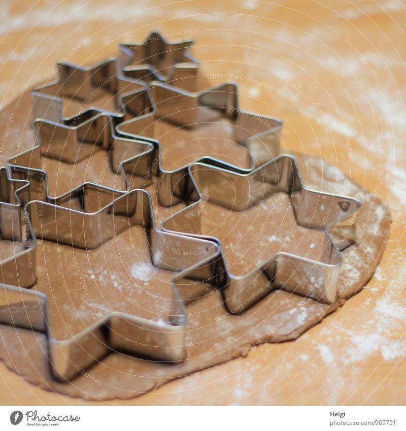 Weihnachtsbäckerei III Weihnachten & Advent schön weiß grau braun Stimmung Lebensmittel Metall liegen Ordnung authentisch ästhetisch Ernährung Lebensfreude einzigartig Stern (Symbol)