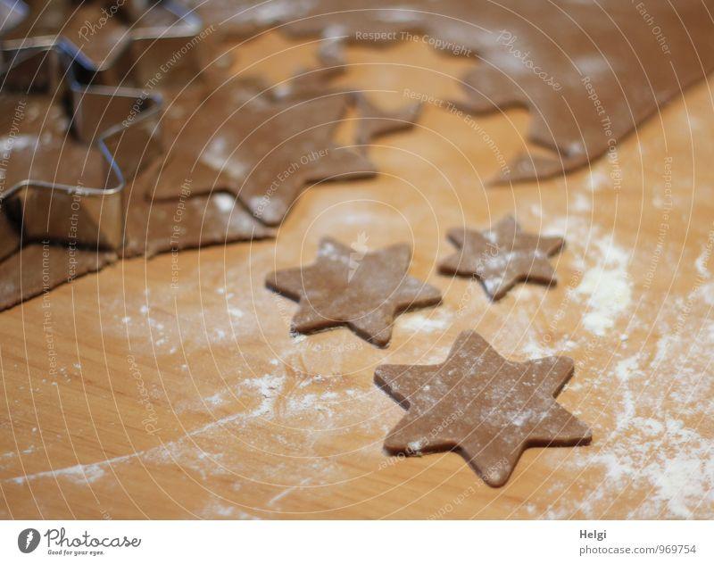 Weihnachtsbäcklerei V Weihnachten & Advent weiß Freude grau braun Lebensmittel Metall liegen Idylle authentisch frisch Ernährung einzigartig Stern (Symbol) Wandel & Veränderung Kochen & Garen & Backen