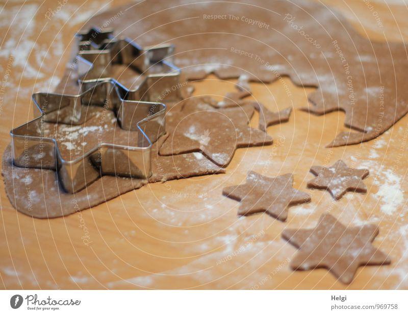 Weihnachtsbäckerei II Weihnachten & Advent weiß grau braun Stimmung Lebensmittel Metall liegen Ordnung Idylle authentisch frisch ästhetisch Ernährung Lebensfreude einzigartig
