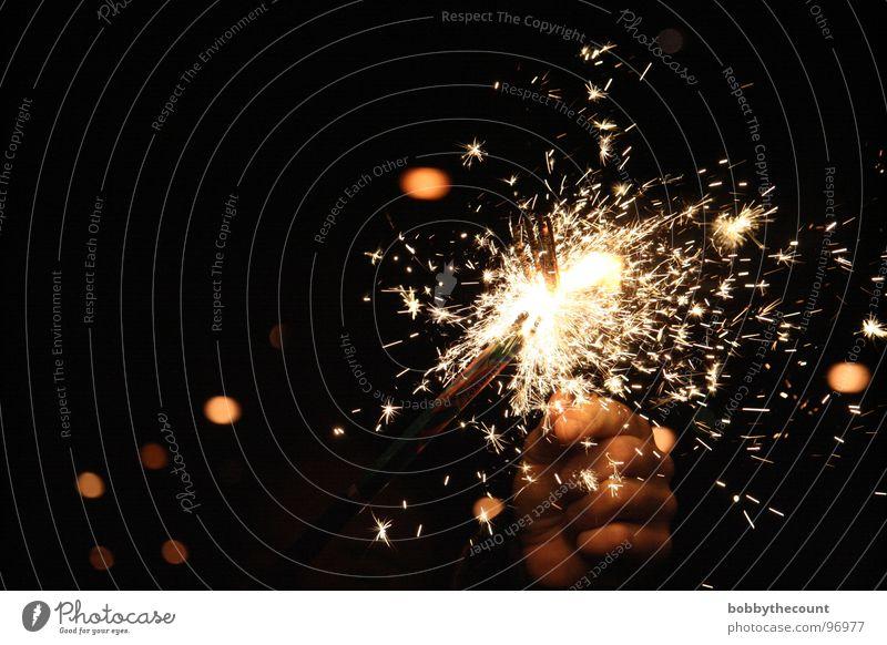 funkle schön Freude Glück hell Feste & Feiern Geburtstag Silvester u. Neujahr heiß Feuerwerk brennen Funken Wunderkerze