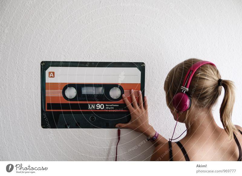 Mix-Tape 90's Kind Jugendliche Stadt Junge Frau Freude 18-30 Jahre Erwachsene Leben feminin Stil Feste & Feiern Lifestyle Freizeit & Hobby Musik modern