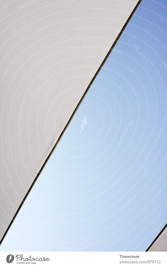 Himmel.blau. Wolkenloser Himmel Schönes Wetter Wetterschutz Kunststoff Linie ästhetisch einfach hell weiß Design Schutz deutlich Farbfoto Außenaufnahme
