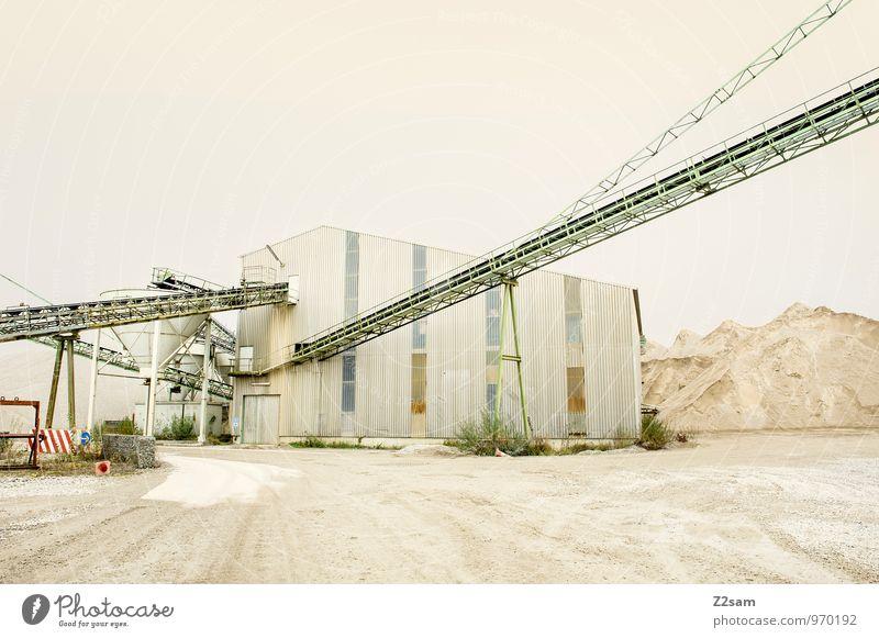 Industrieromantik II Farbe Einsamkeit Architektur Sand Business trist groß ästhetisch einfach Romantik Bauwerk Fabrik Material eckig Kran stagnierend